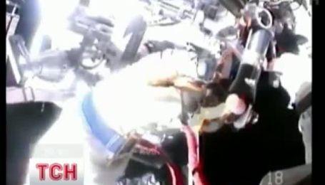 Российские космонавты устроили прогулку в открытом космосе