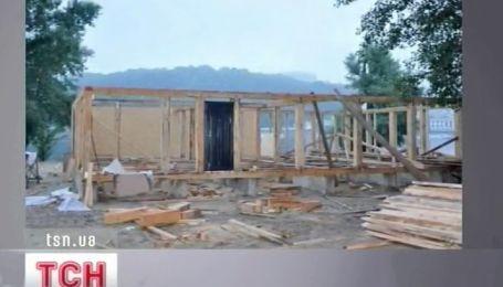 На Трухановом острове ураган разрушил кемпинг для шведских фанатов