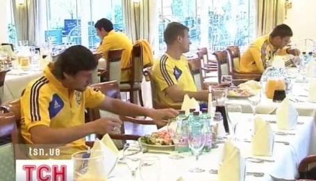 Украинскую футбольную сборную... отравили