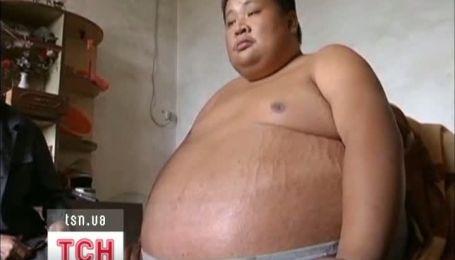 Китаєць від невідомої хвороби товстішає кожного тижня на 10 кг