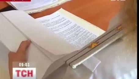 "Нападавшим на ""Приватбанк"" в Донецке зачитывают приговор"