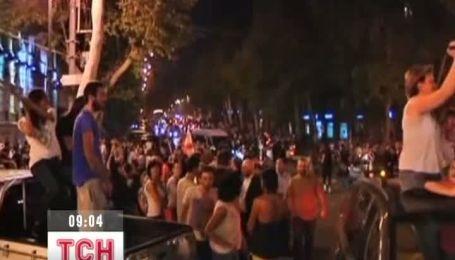 Грузинська опозиція всю ніч святкувала перемогу над Саакашвілі