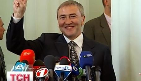 Киевсовет сегодня принял отставку мэра Леонида Черновецкого