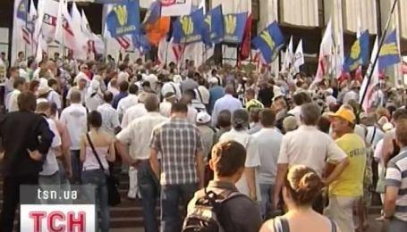 Вторые сутки продолжается акция протеста против нового закона о языке