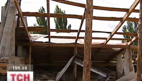 Два месяца без крыши над головой живут жители одной из многоэтажек Василькова