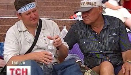 Уже четвертого голодающего забрала скорая из-под стен Украинского дома
