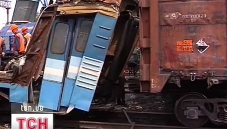 На Луганщине четыре вагона с углем влетели в пассажирский поезд