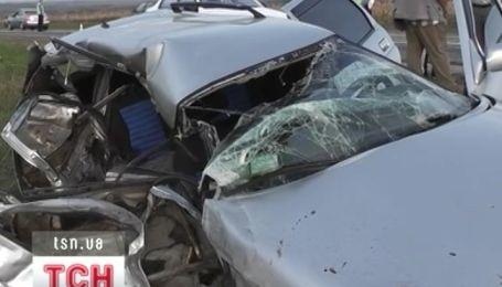 На Кировоградщині дві машини розтрощило вщент після лобового зіткнення