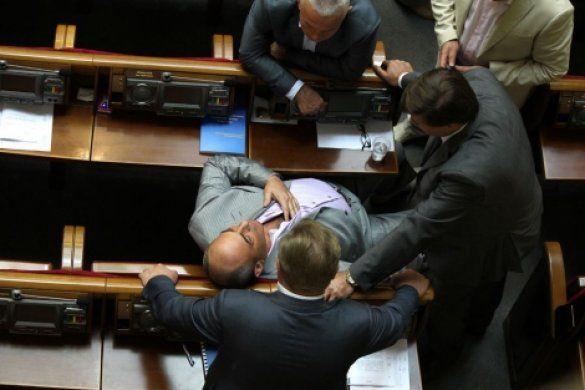 Нардепа Чуднова винесли з зали засідань ВР