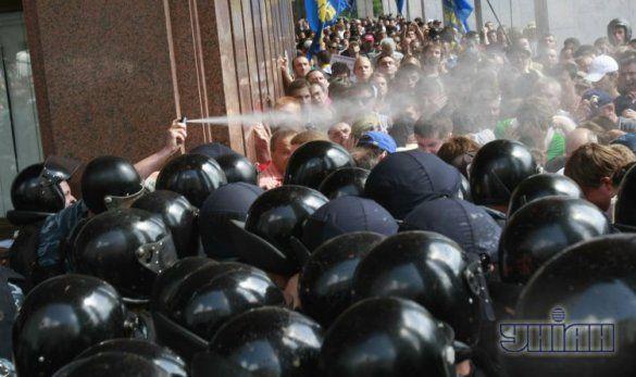 Беркут, депутати і люди під Українським домом_12
