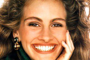 Кудрявая блондинка улыбается и скачет на члене — 4