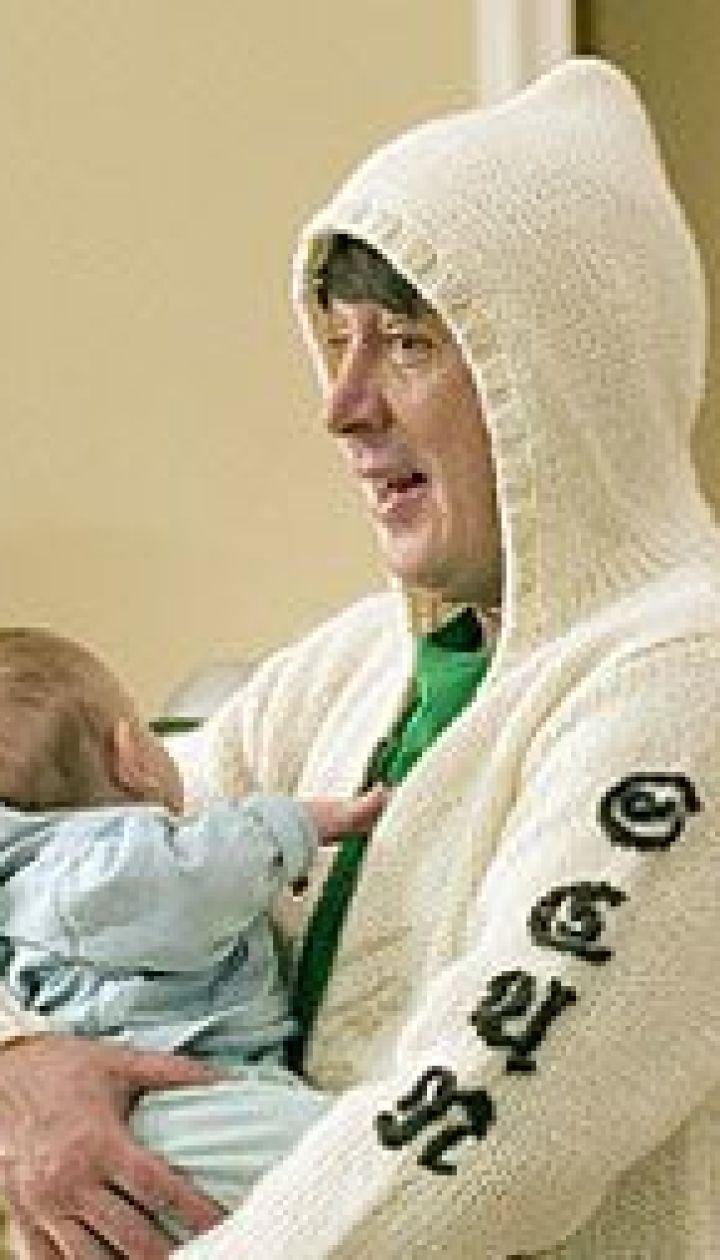 Михайил Ефремов с ребенком
