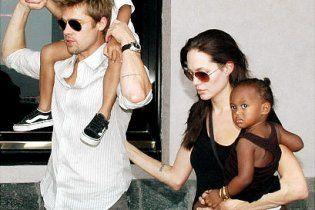 Анджелина Джоли и Брэд Питт рассказали, сколько тратят на детей