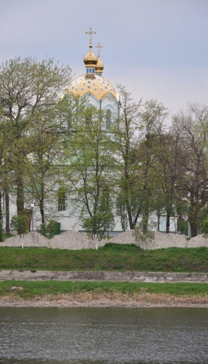 Купола Свято-Успенской церкви