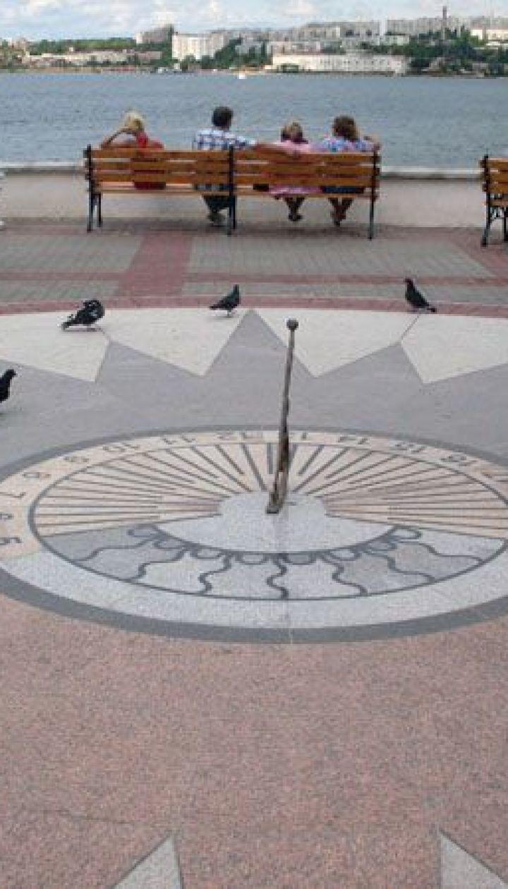 Солнечные часы на Приморском бульваре
