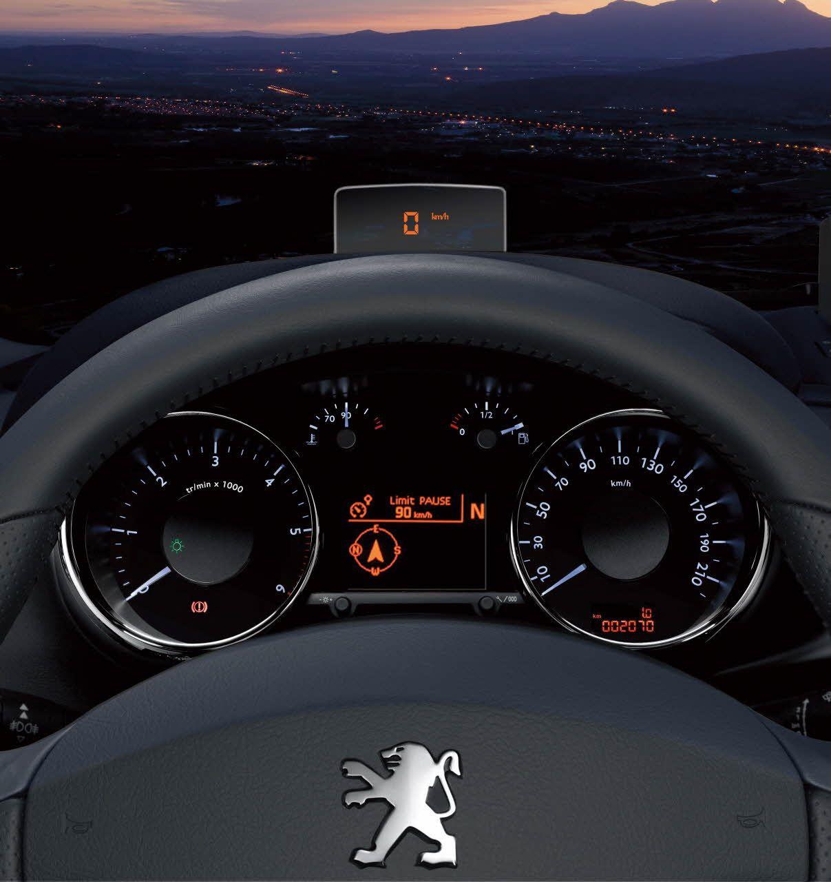 фото панели приборов машины ночью книга является
