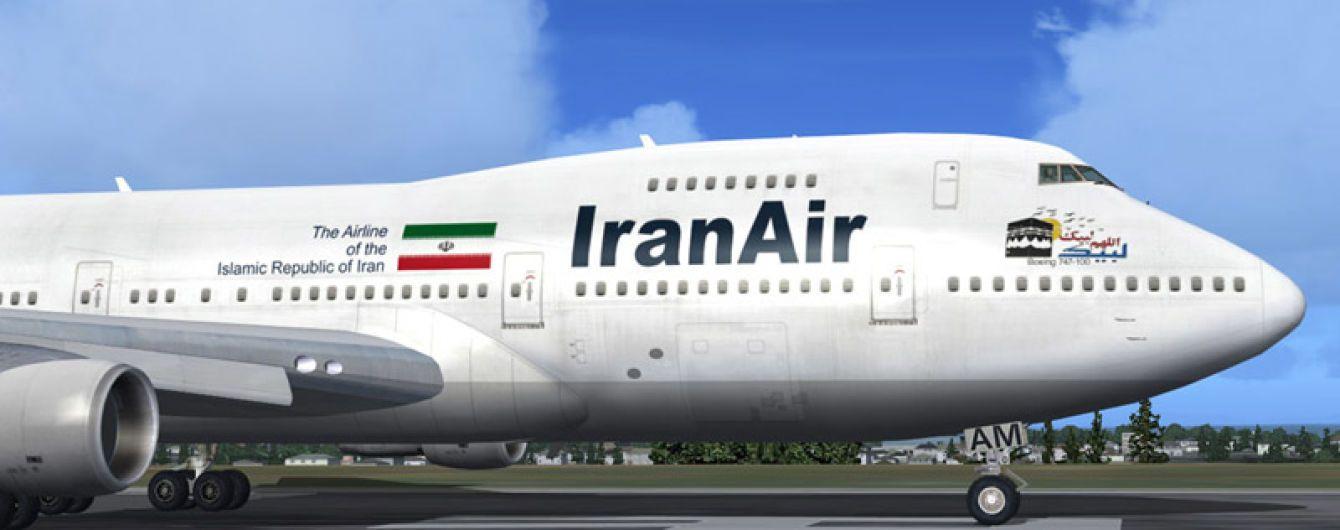 В Иране пассажирский самолет выкатился за взлетно-посадочную полосу