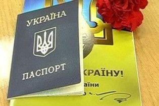 Українці отримають перші біометричні паспорти цього літа
