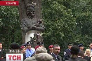 Пам'ятник Івану Мазепі відкрили у Чернігові з боєм