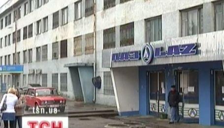 Працівники ЛАЗу знову без зарплатні