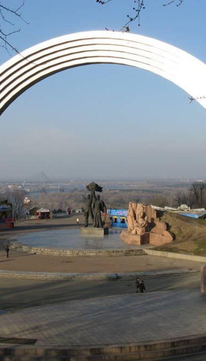 В Киевсовете рассказали, когда откроют новый пешеходный мост возле арки Дружбы народов