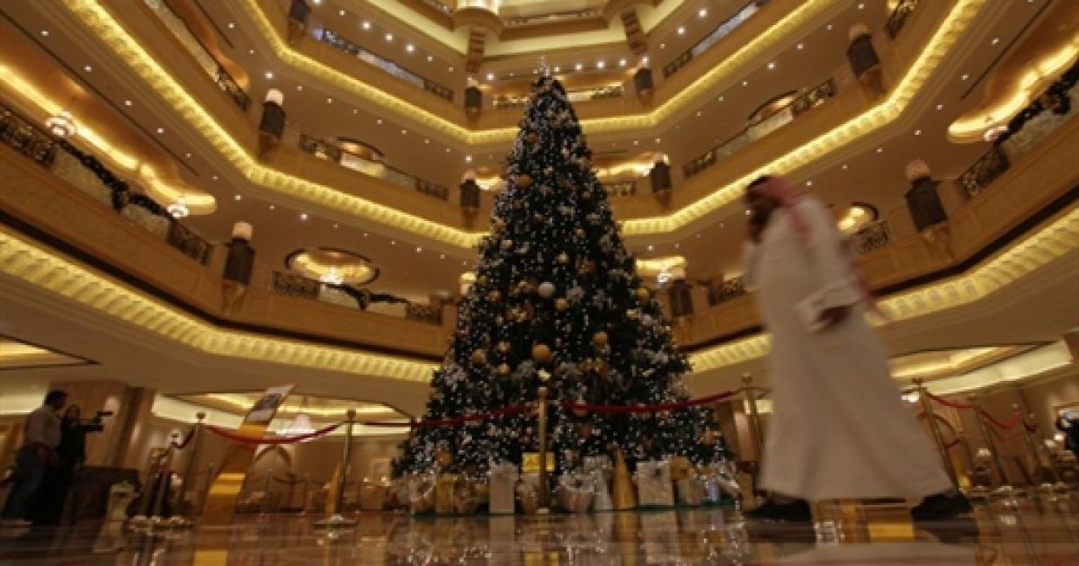 Ялинка в Emirates Palace @ AFP