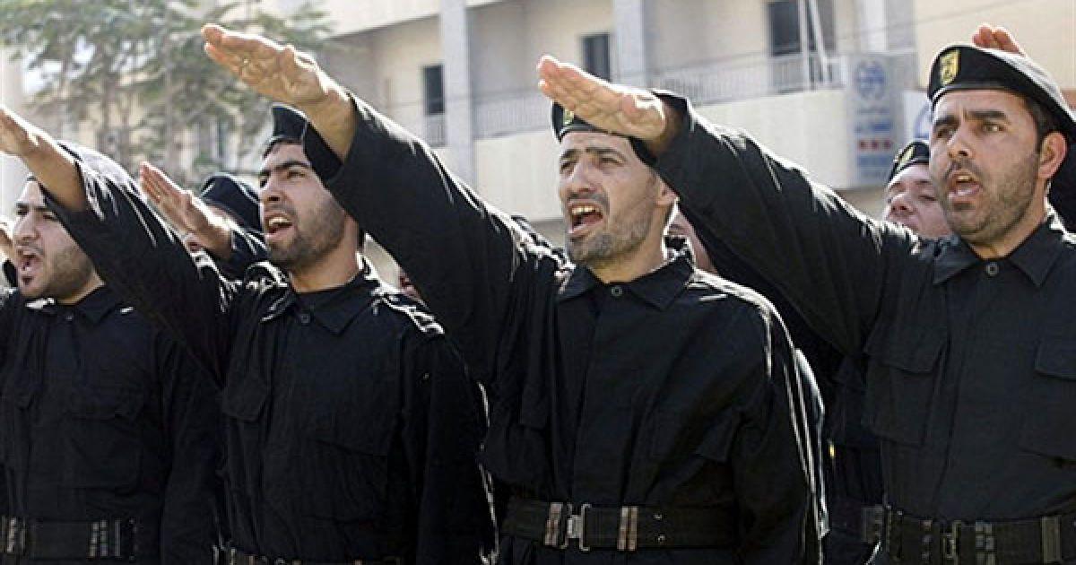 Ліван, Тир. Бойовики руху Хезболла беруть участь у церемонії на День Мучеників. @ AFP