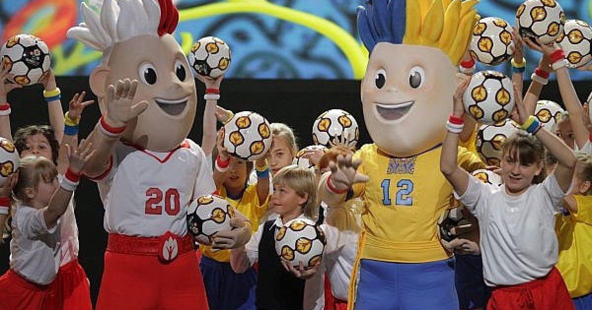 Розробкою талісманів континентальної першості займалась всесвітньо відома компанія Warner Bros, яка також брала участь у створенні символів двох попередніх чемпіонатів. @ ukraine2012.gov.ua