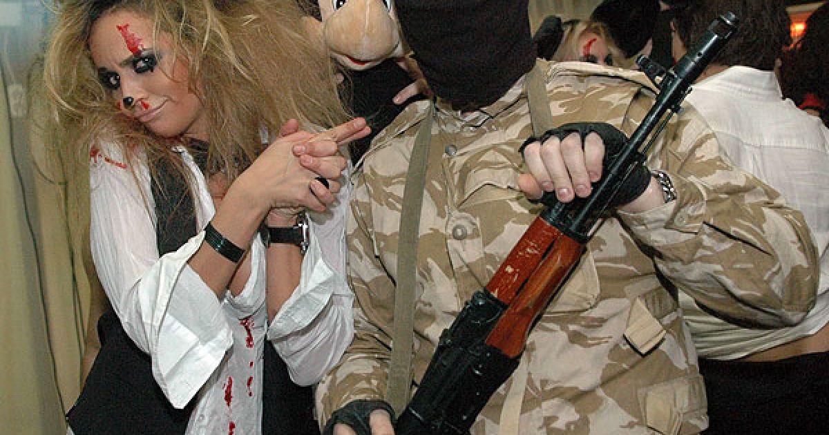 Співачка Маша Фокіна з особистою охороною @ ТСН.ua
