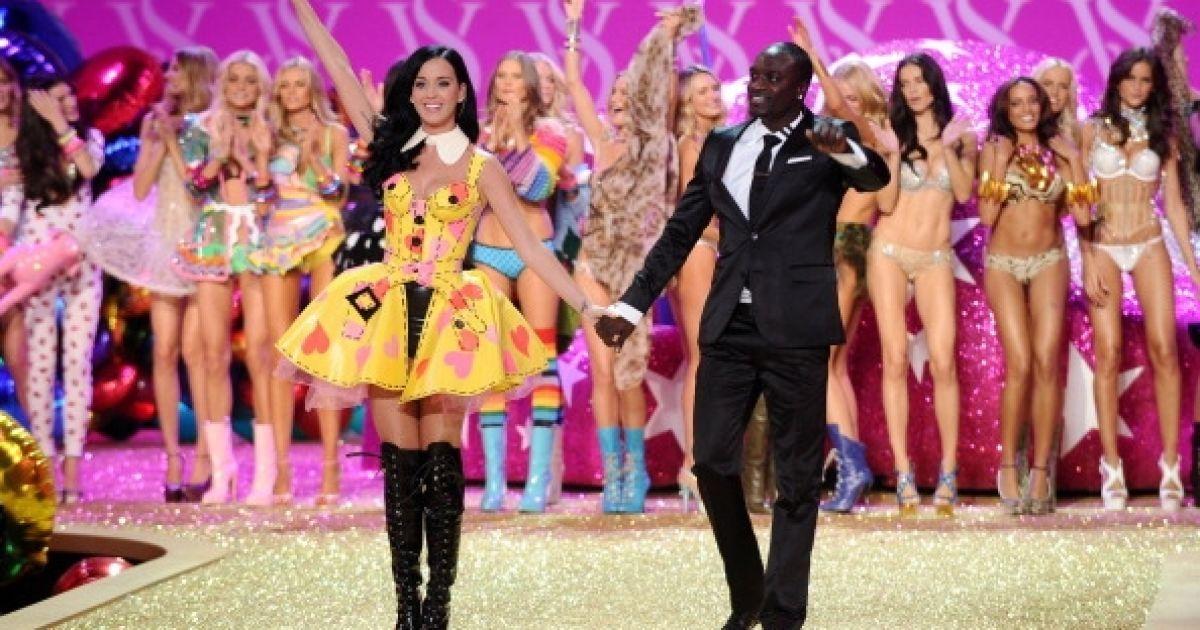Кеті Перрі та Akon у показі Victoria 's Secret @ Getty Images/Fotobank