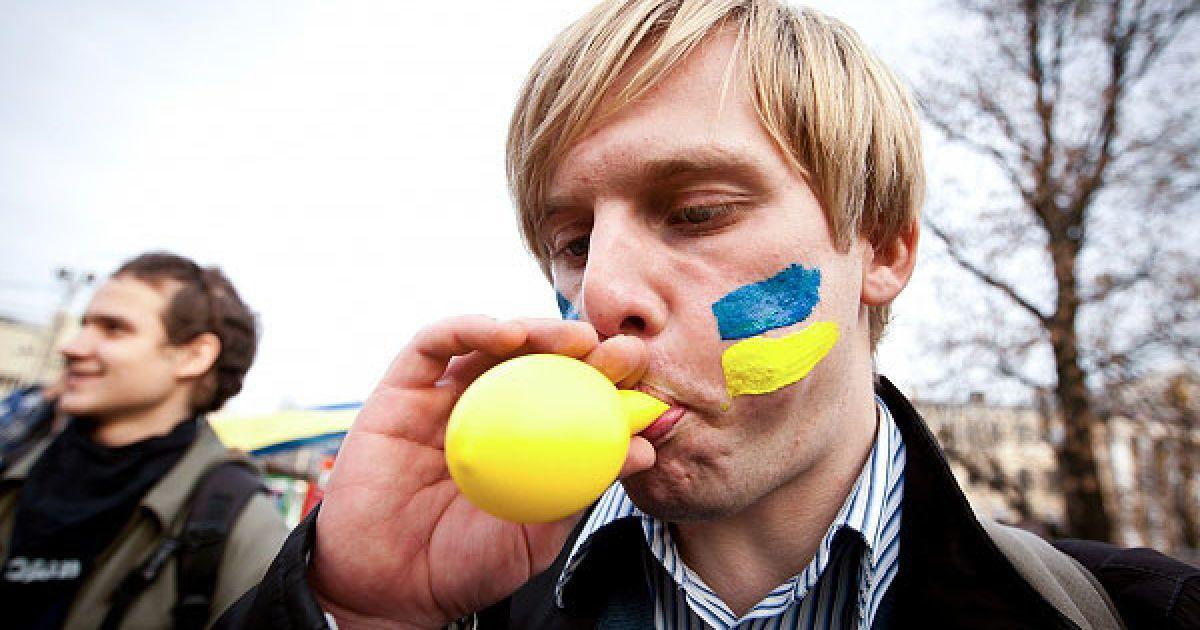 З адміністрації президента мітингувальникам винесли привітання від голови держави. @ Украинское Фото
