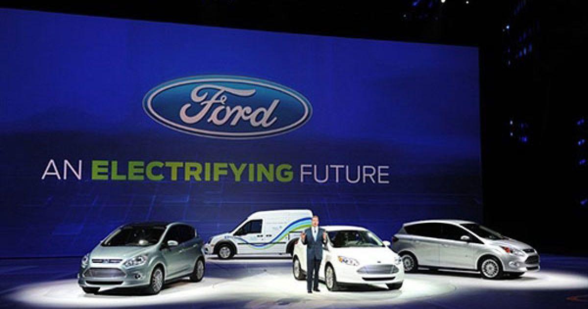 Величезний шматок виставкових площ Детройта традиційно зайняв Ford. Головними новинками цього разу стали бензоелектричні компактвени C-Max — Energi і Hybrid. @ AFP