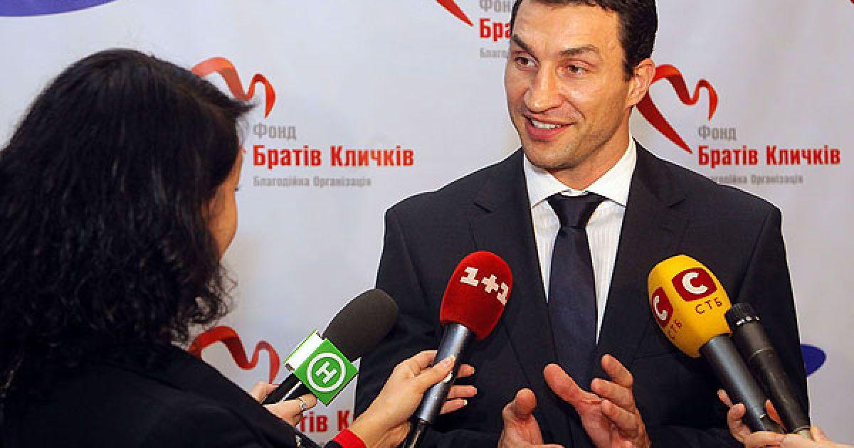 Всі кошти, зібрані на аукціоні, підуть на реконструкцію дитячо-юнацьких спортивних шкіл по всій Україні, на проекти Фонду, пов'язані з освітою.