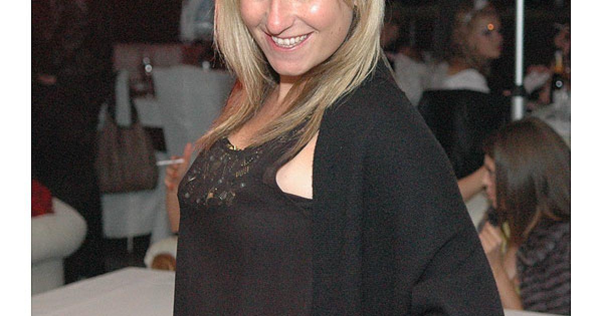 Дочка Суркіса Марина Суркіс на вечірці була не в своїй тарілці. @ ТСН.ua