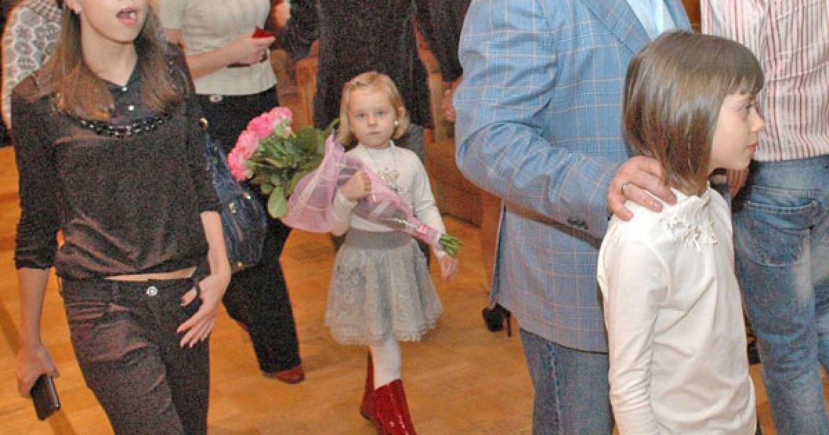 Чоловік Віри Брежнєвої Михайло Кіперман прийшов з двома доньками від попереднього шлюбу @ ТСН.ua