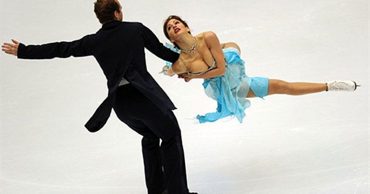 во время танца у партнерши вывалилась грудь - 10