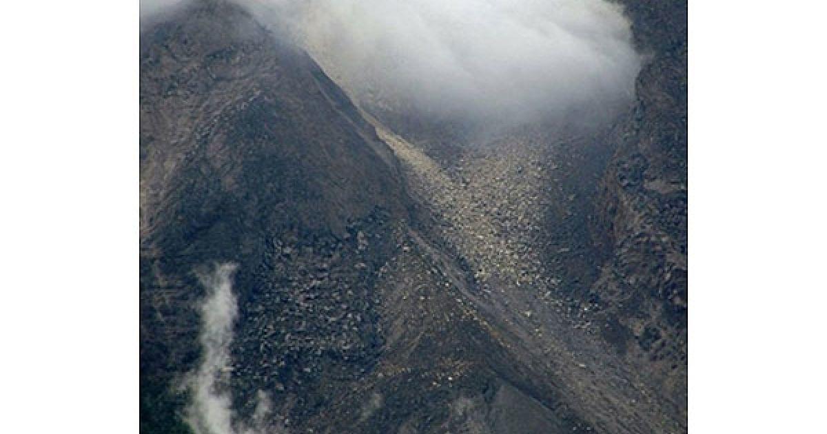 На індонезійському острові Ява почав вивергатись вулкан Мерапі. @ AFP