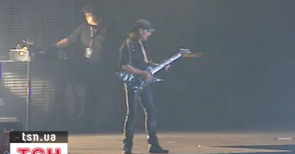 """Гурт Scorpions відіграв у Києві прощальний концерт в рамках турне під назвою """"GET YOUR STING AND BLACKOUT""""."""