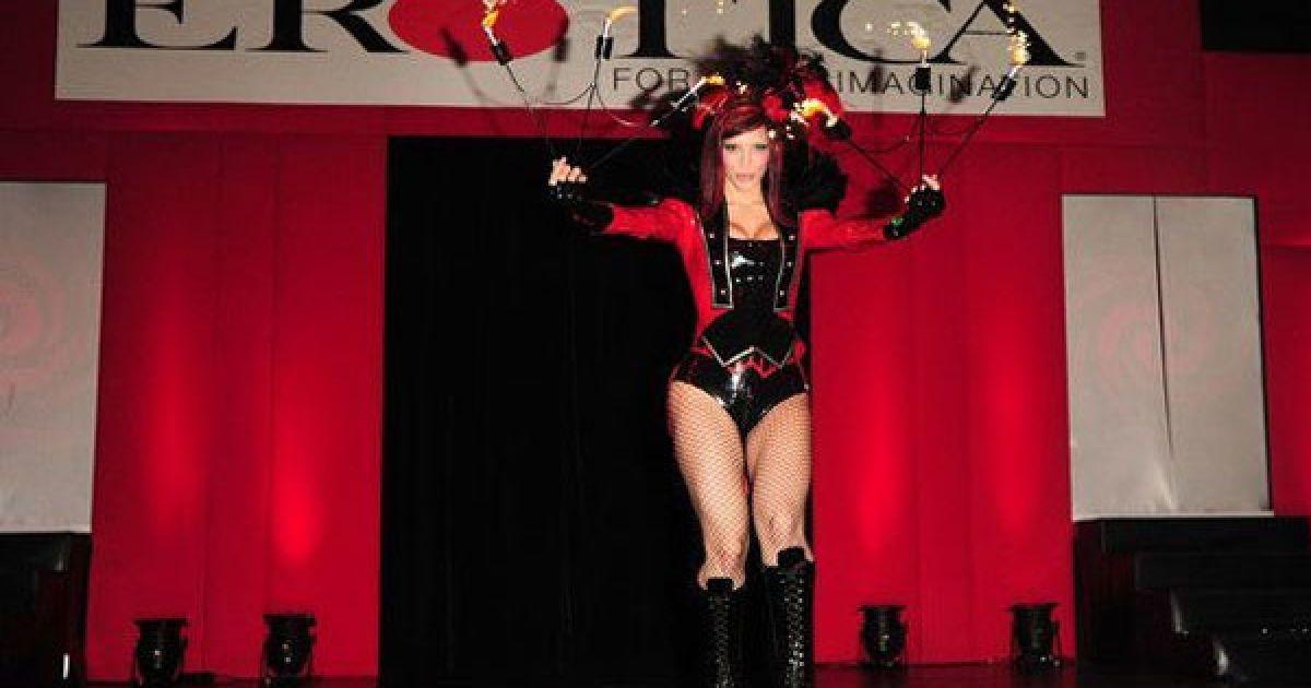 До програми виставки Erotica 2010 входять конкурс боді-арту, театралізовані вистави, фетиш-шоу і продаж товарів для інтимних розваг.