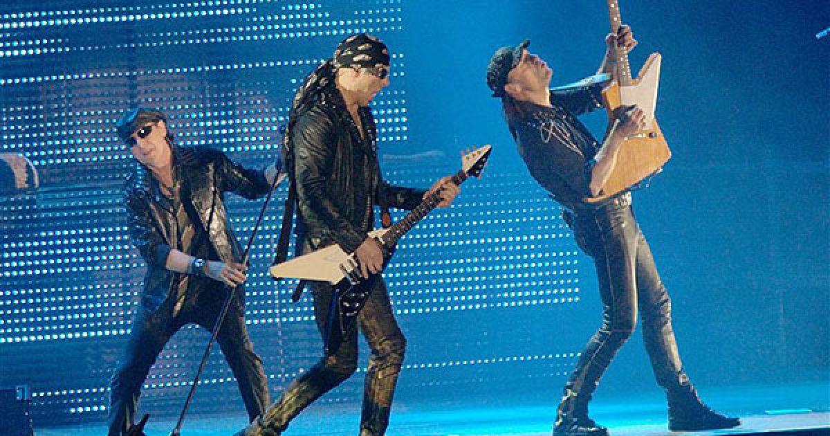 """Привітавшись із публікою фразою """"Добрий вечір, Київ"""" німецькі легенди заграли свої найкращі хіти, а також композиції із 18-го за рахунком альбому """"Sting in the Tail"""". @ PHL.com.ua"""