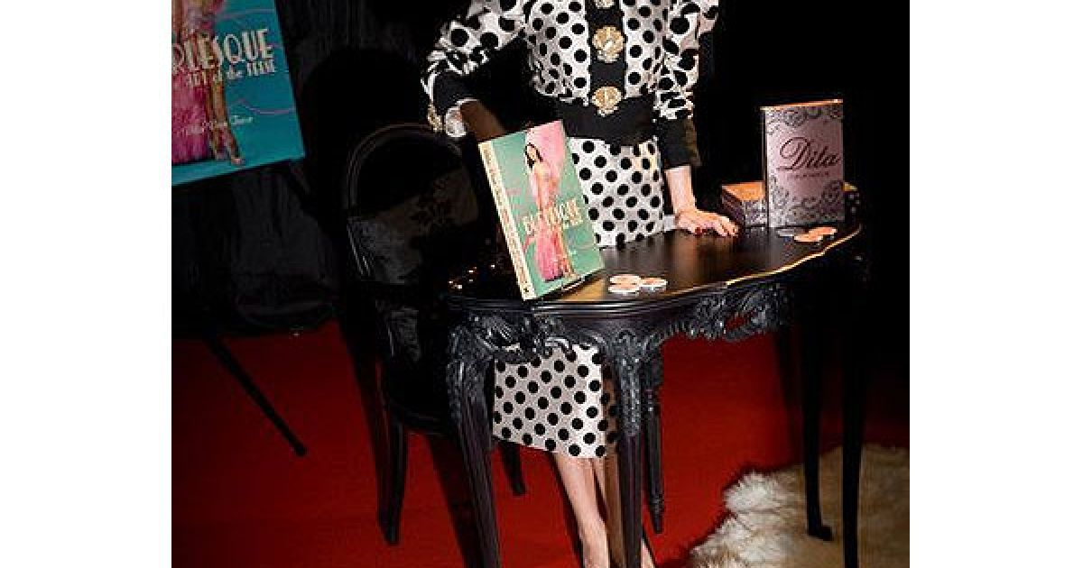 """Зіркою виставки-ярмарку Erotica 2010 стала Діта фон Тіз, яка презентувала дві свої книги """"Бурлеск"""" і """"Діта""""."""
