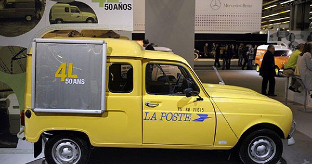 Поштовий автомобіль Renault 4L @ AFP