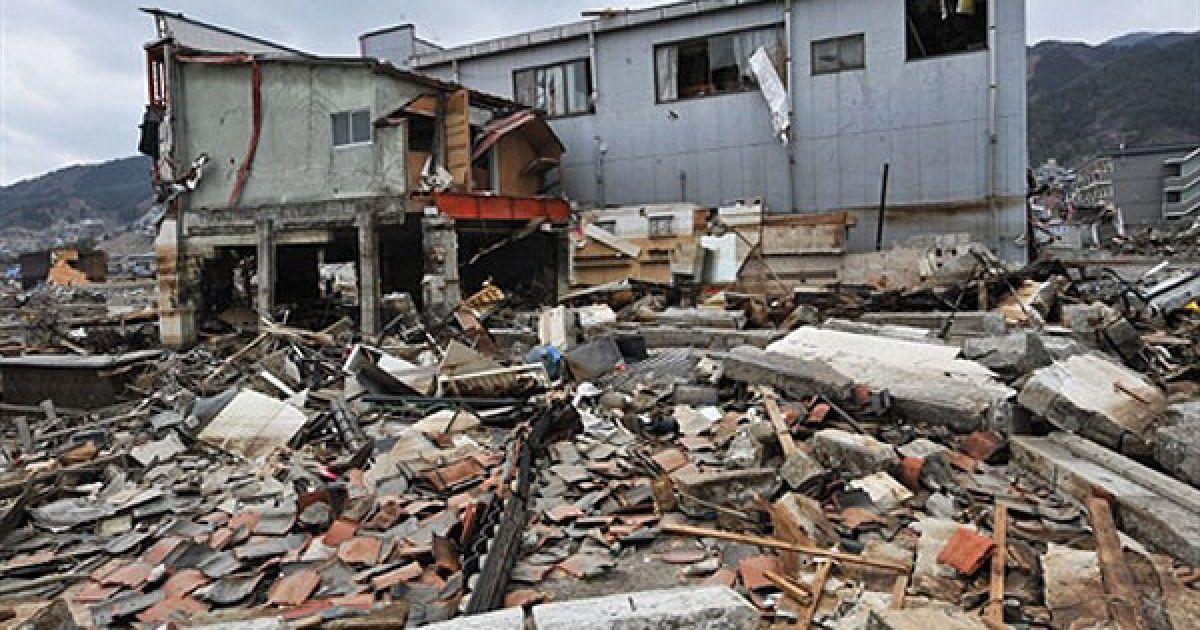 Руйнівний землетрус в Японії 11 березня, який викликав на східному узбережжі Японії 10-метрові хвилі цунамі, вже визнано найбільш руйнівним в історії Японії. @ AFP