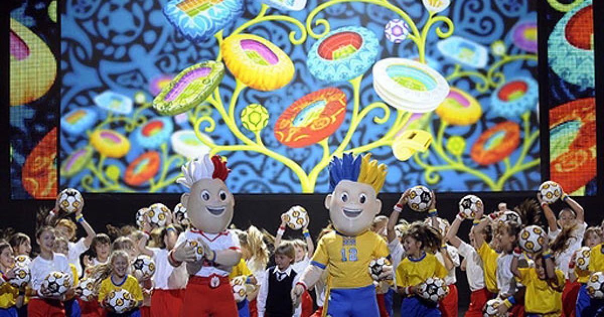 УЄФА врахував побажання польської і української сторони щодо вигляду символів Євро-2012. @ AFP