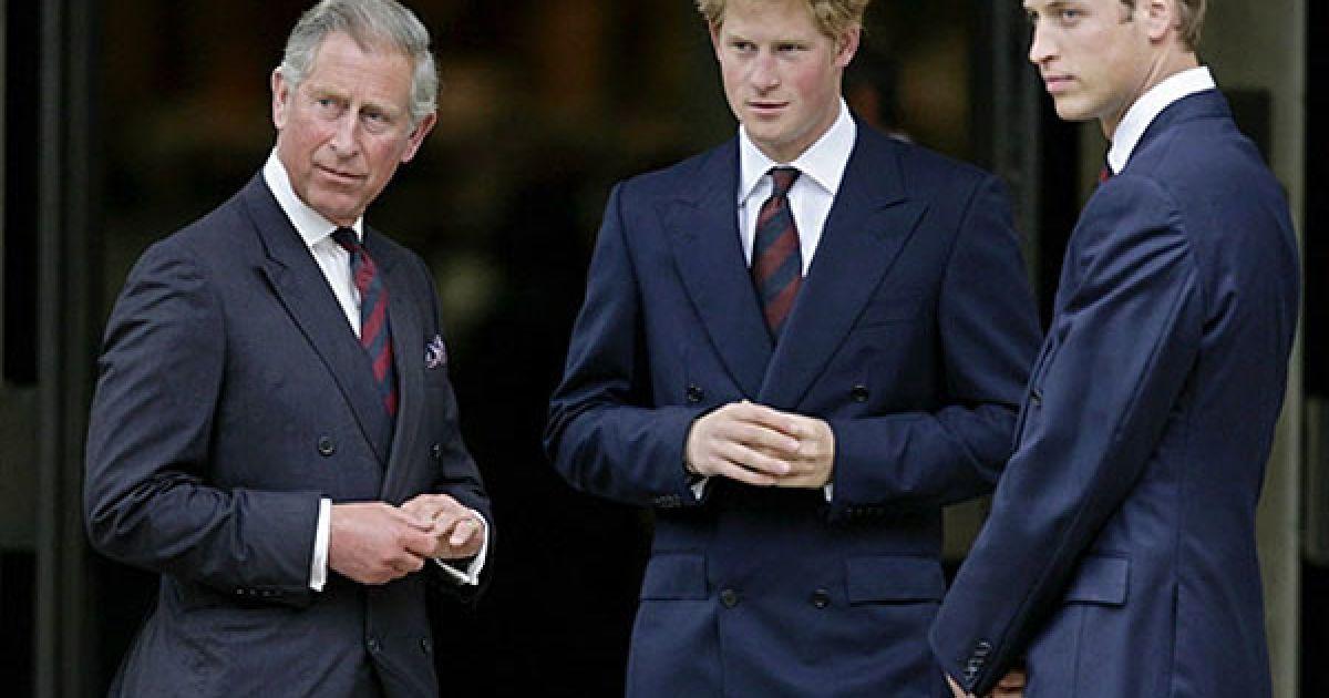 Принци Гаррі та Вільям зі своїм батьком принцем Чарльзом @ AFP