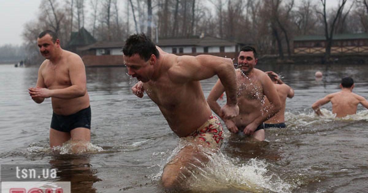 kupanie-na-vodohreshu-golishom-pyanie-yaponki-syuzheti