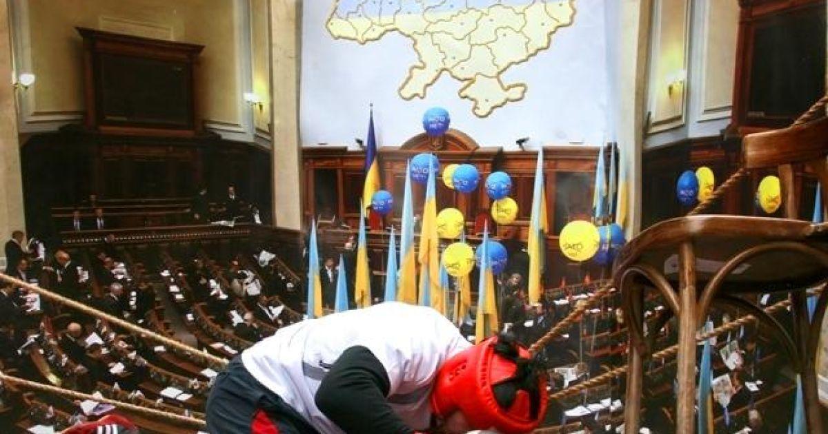 Цього року бійки в українському парламенті були найвищим проявом мазохізму в державі @ ZAXID.NET