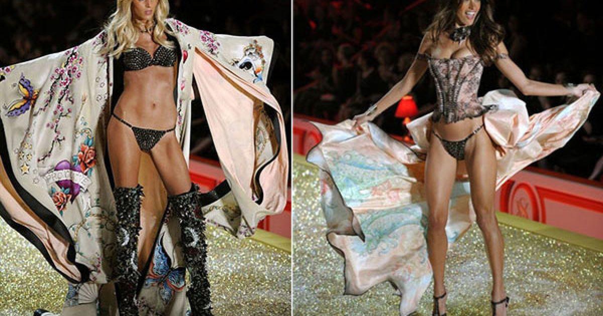 Аня Рубік і Алессандра Амбросіо на шоу Victoria's Secret @ AFP