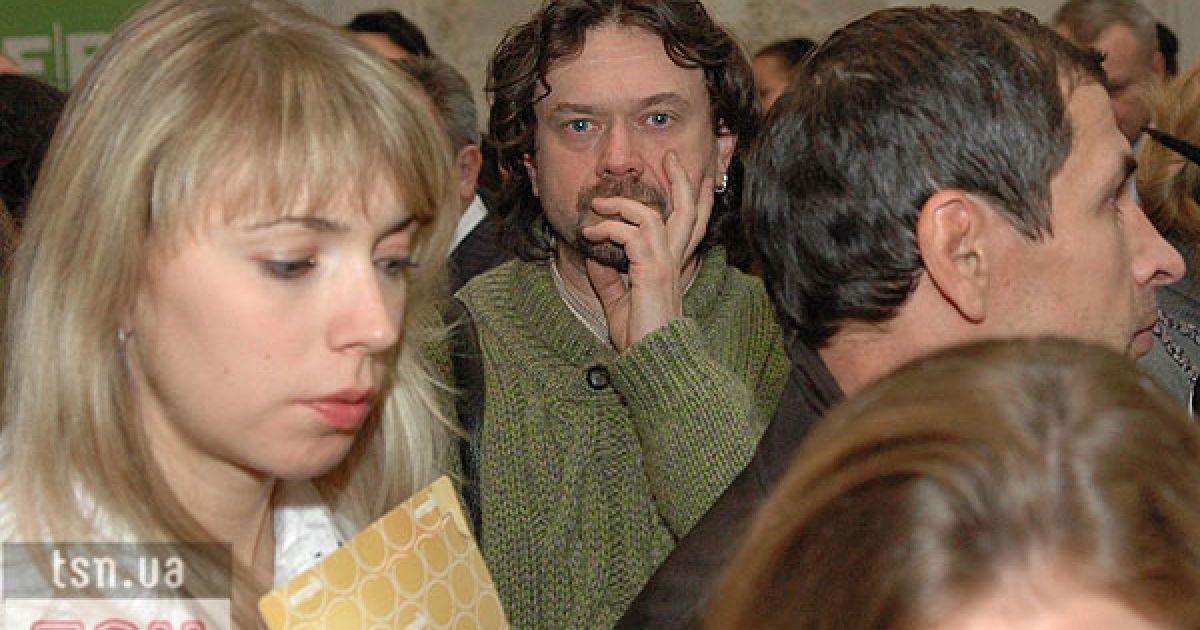Актер Остап Ступка пытался затеряться в толпе. @ ТСН.ua