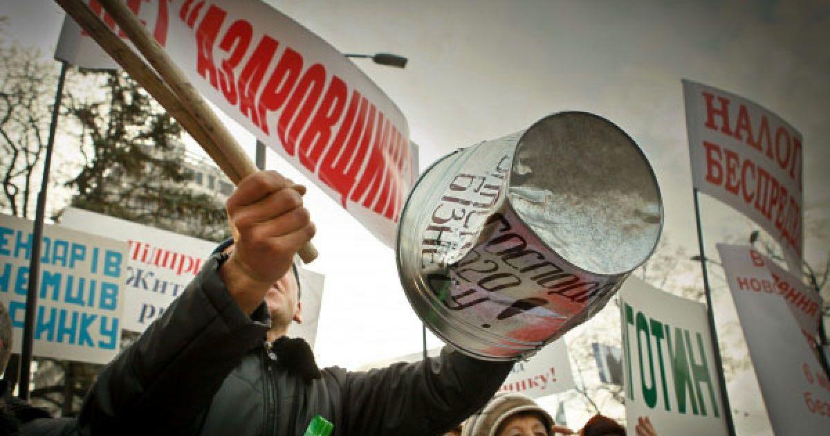Підприємці барабанили у металеві відра, дмули в дудки. @ Украинское Фото